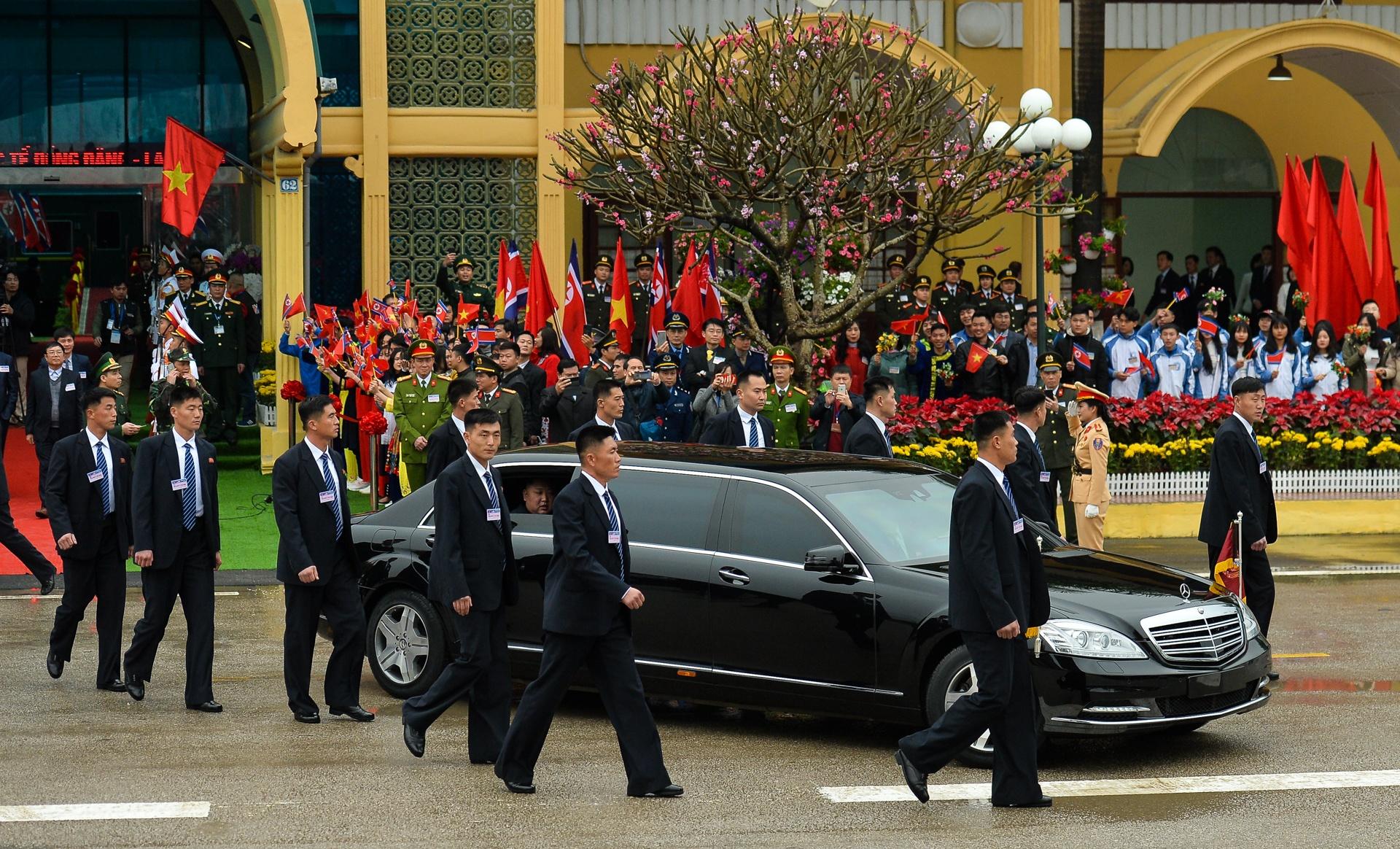Mercedes-Benz S 600 Pullman Guard bọc thép hộ tống Kim Jong Un về HN