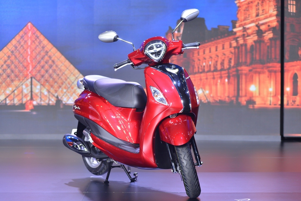 Tôi nên mua Honda Lead hay Yamaha Grande Hybrid?