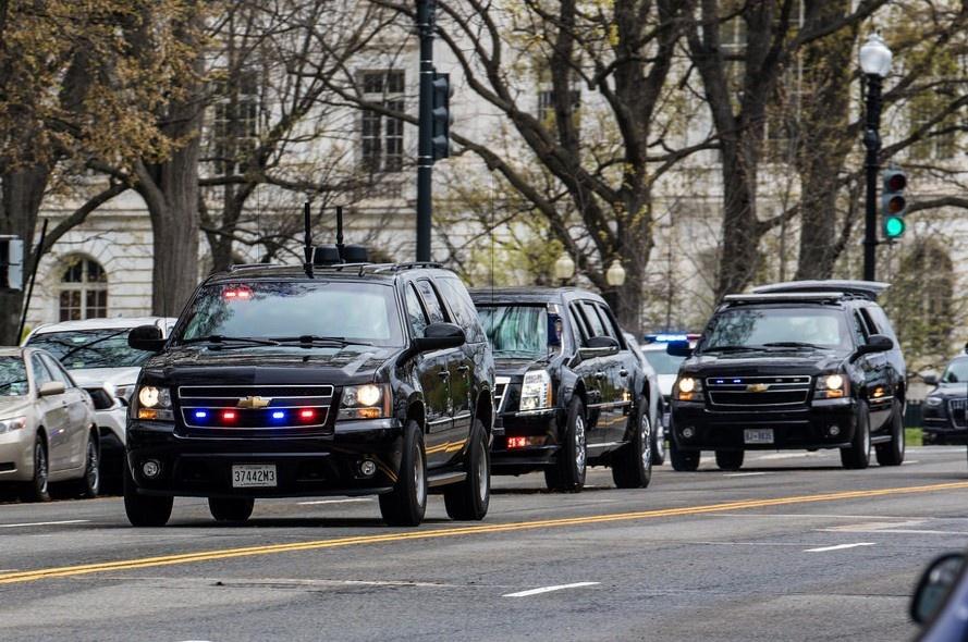 """Chevrolet Suburban, SUV """"khủng long"""" nổi bật trong đội hình bảo vệ Tổng thống Mỹ"""