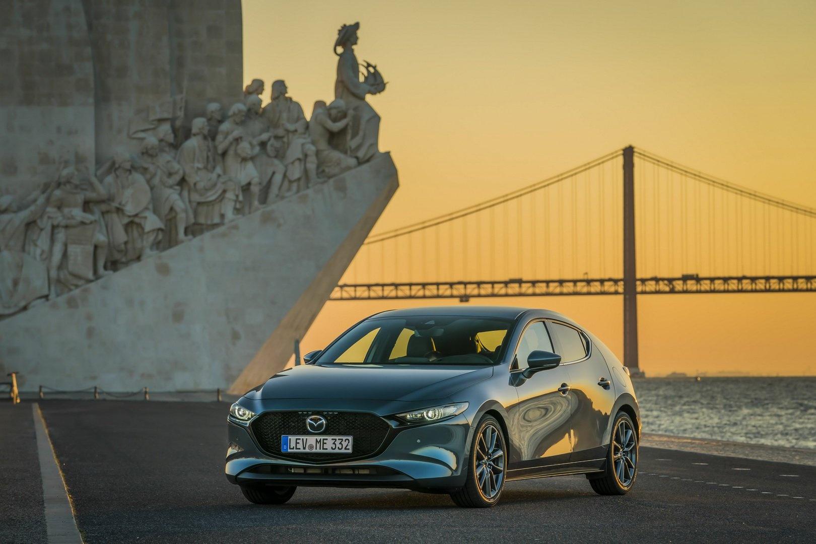 Mazda 3 2019 hatchback bán tại Anh vào tháng 5, giá từ 26.847 USD
