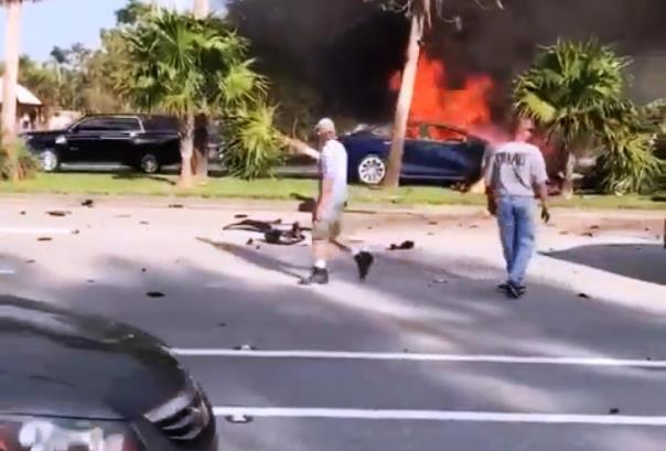 Không thể mở được cửa xe điện Tesla Model S, tài xế đành chết cháy