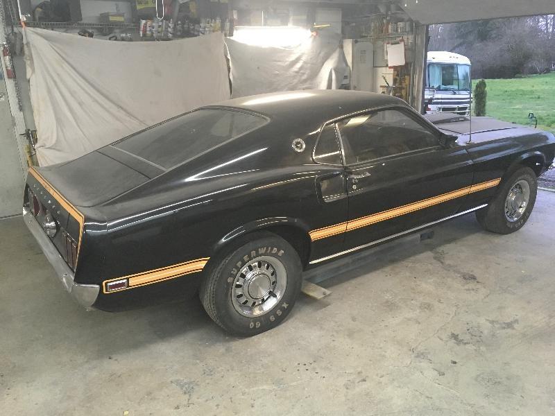 'Ngựa hoang' Ford Mustang phủ bụi 39 năm trong garage