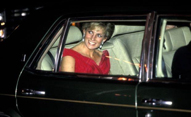 Đấu giá Rolls-Royce của công nương Diana, chốt giá 45.250 USD.