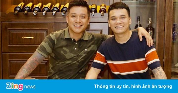 Tuấn Hưng cúng Tổ nghề muộn tại nhà riêng cùng Khắc Việt, Tú Dưa