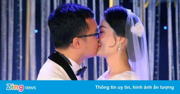 Mai Phương Thúy đến trễ tiệc cưới BTV Thời sự Thu Hà
