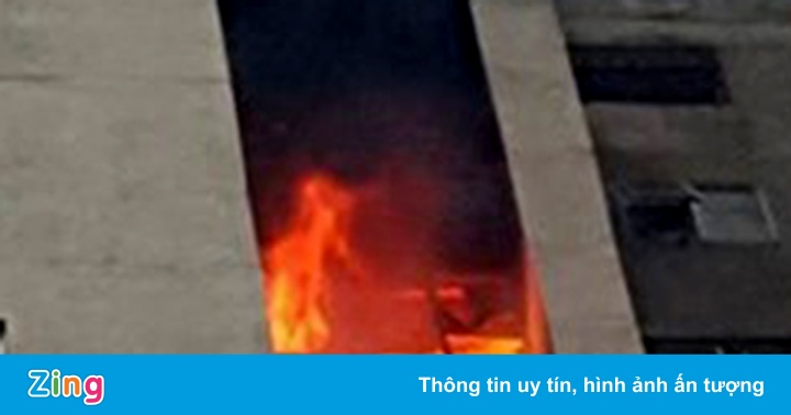 Cảnh sát dập tắt đám cháy chung cư Fodacon