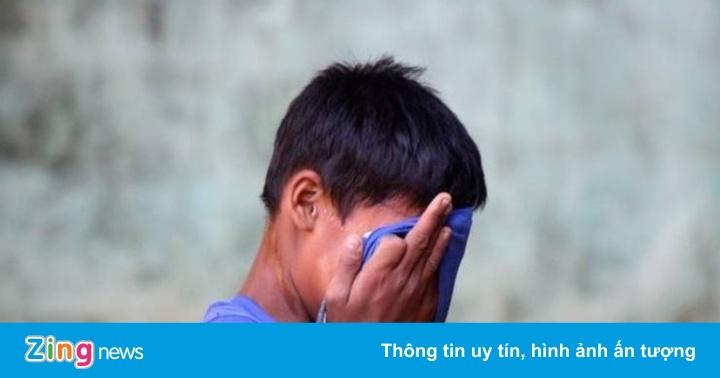 Học sinh Indonesia bị ép ăn phân người