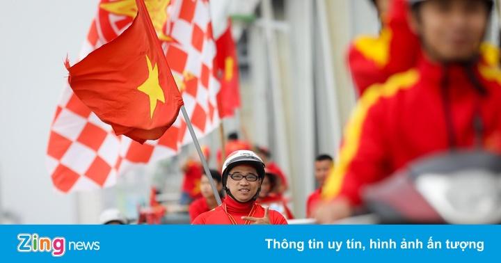 Cổ động viên phấn khích trước trận Việt Nam - UAE