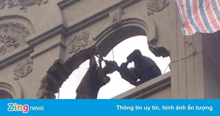 Phá dỡ phần sai phép ở biệt thự của gia đình ông Nguyễn Thanh Hóa