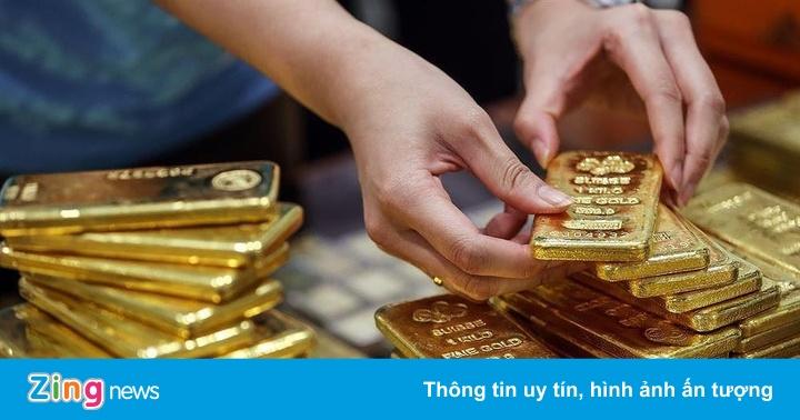 Vàng vượt mốc 42 triệu, người mua vẫn lỗ cả triệu đồng từ đầu tháng