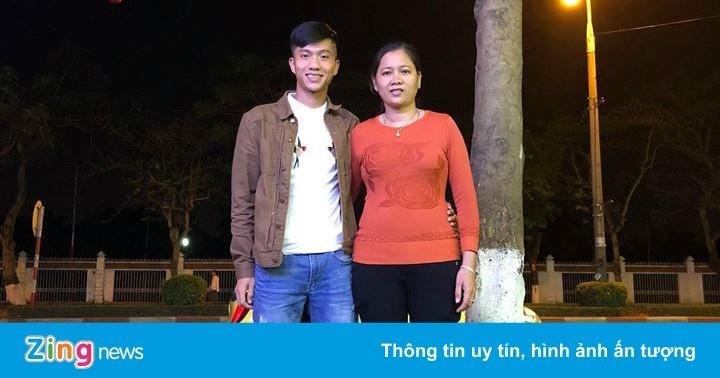 Phan Văn Đức mua xe tiền tỷ, đón gia đình về quê ăn Tết