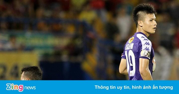 Không ăn mừng, Quang Hải lặng lẽ động viên thủ môn Tấn Trường
