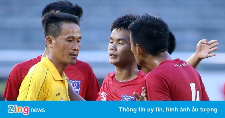 2 HLV bị đuổi trong trận đấu có nhiều tranh cãi ở vòng chung kết U17