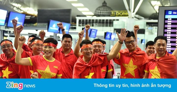 CĐV rời Hà Nội đi cổ vũ Olympic Việt Nam từ 3h sáng