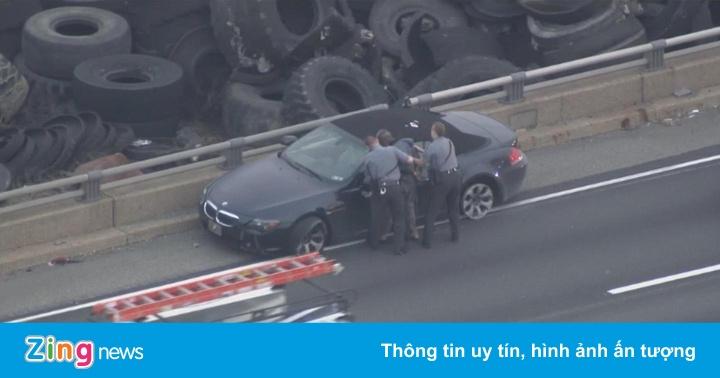 Thanh niên lái xe BMW không lốp, tấn công cảnh sát khi bị chặn