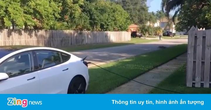 Chủ xe Tesla sạc trộm điện của nhà dân, từ chối trả tiền điện