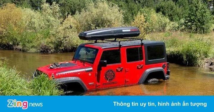 Cảnh sát Mỹ xôn xao vì chiếc SUV bị bỏ quên dưới suối