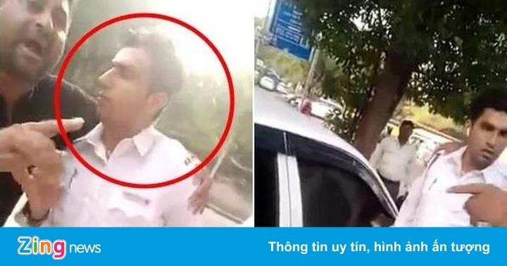 Cảnh sát giao thông bị dân quây bắt nộp phạt