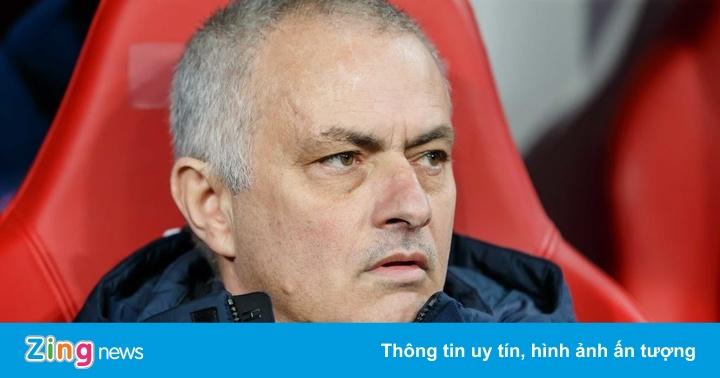 HLV Mourinho chê trọng tài và VAR vì mất penalty