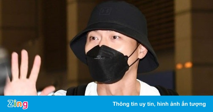 Hyun Bin bịt kín khi tới sân bay