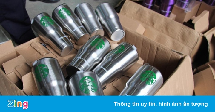Cốc giữ nhiệt Starbucks 'Made in Thailand' giả mạo bị thu giữ