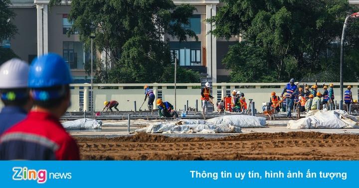 Bộ Xây dựng kiểm tra tiến độ xây dựng bệnh viện dã chiến ở Hà Nội - bơi