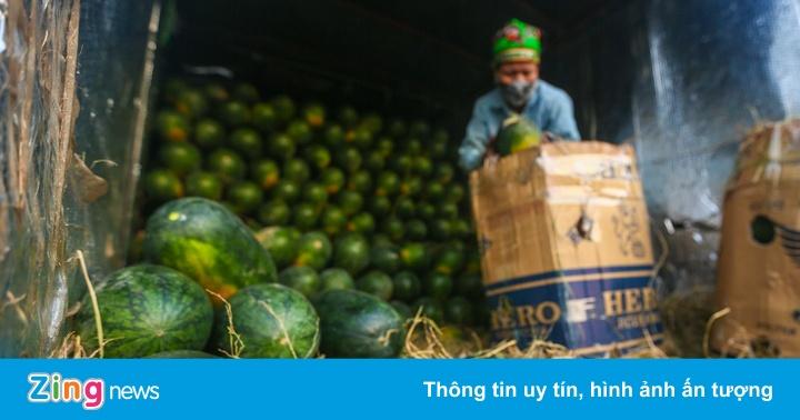 Tiểu thương gặp khó vì chợ đầu mối ở Hà Nội phong tỏa