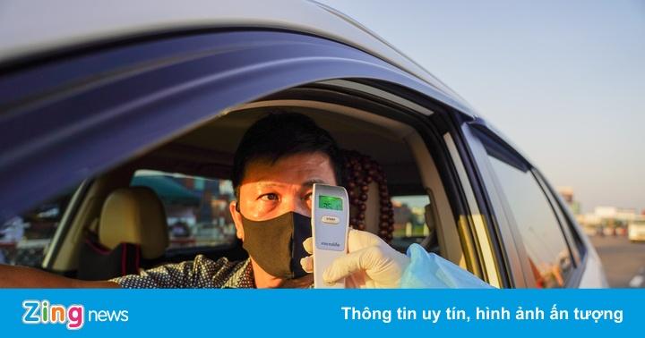 Kiểm tra sâu 10 lái xe tại cửa ngõ TP.HCM trong ngày thứ 2 kiểm dịch
