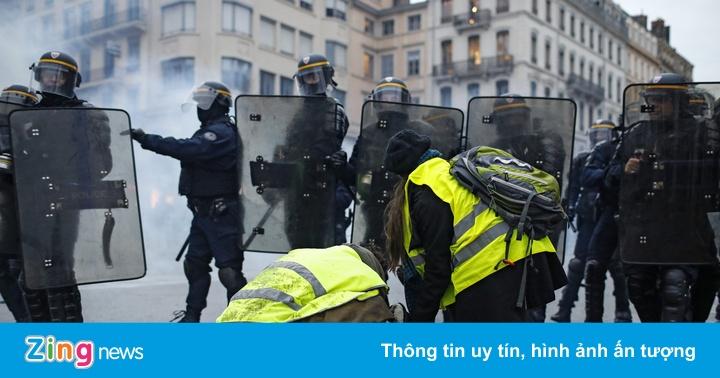 """Pháp lo sợ bạo loạn thành """"thảm họa"""", bắt giữ hơn 1.700 người"""