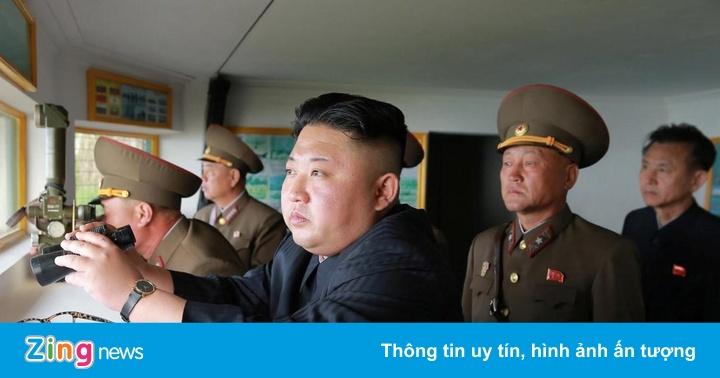 Ông Kim Jong Un đích thân giám sát phóng thử tên lửa tầm xa