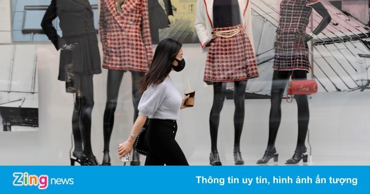 Sao không mặc váy - ác mộng của phụ nữ bị ép đổi tình lấy việc ở Nhật