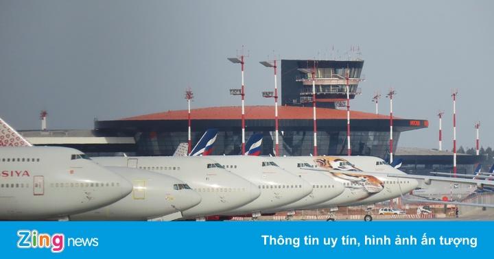 Đưa gần 300 công dân Việt Nam từ Nga về nước an toàn