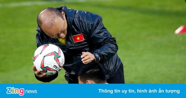 HLV Park Hang-seo cùng tuyển Việt Nam sẵn sàng đấu Iraq