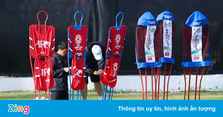 Tuyển Việt Nam tập chống sút phạt hàng rào sau bàn thua của Văn Lâm