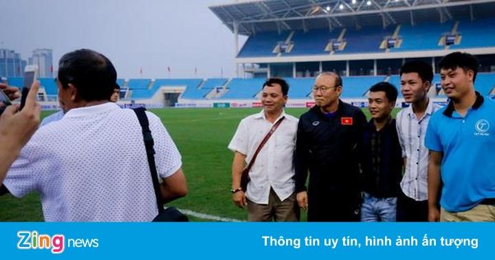 HLV Park Hang-seo hành động đẹp với CĐV trước trận gặp Brunei