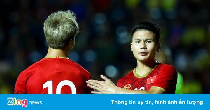 Quang Hải nhăn nhó khi Công Phượng bỏ lỡ cơ hội đối mặt thủ môn
