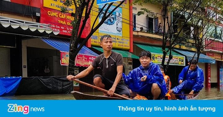 Quốc lộ 1A ngập sâu 1 m, tỉnh Quảng Nam bị chia cắt do mưa lũ - Thời sự