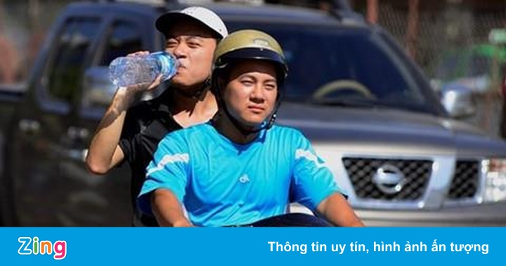 Hà Nội vượt 40 độ C, tia cực tím ở mức nguy hiểm