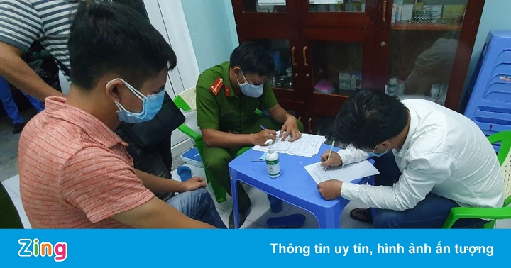 Bàn giao người trốn cách ly cho Công an tỉnh Quảng Nam