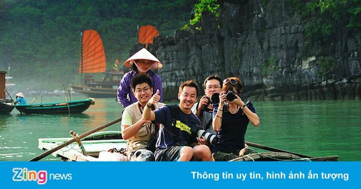 'Việt Nam không nên đợi hết dịch mới đón khách quốc tế'
