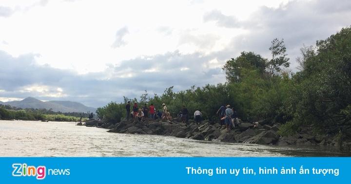 Tìm kiếm 3 học sinh mất tích nghi bị đuối nước