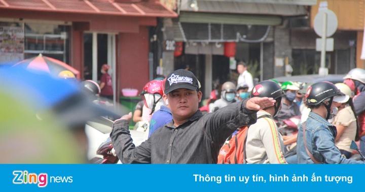 Dân Sài Gòn loay hoay 4 giờ trên đường kẹt xe sau sự cố hầm Thủ Thiêm