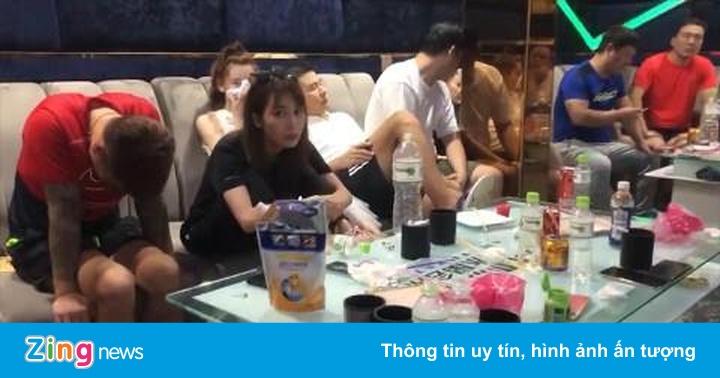 Hàng chục nam nữ phê ma túy trong quán karaoke ở Long An