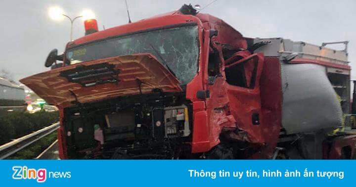 Xử lý thế nào vụ xe khách tông xe cứu hỏa trên cao tốc?