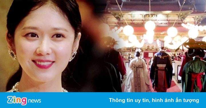 Vì sao phim của Song Hye Kyo hụt hơi trước Jang Nara?