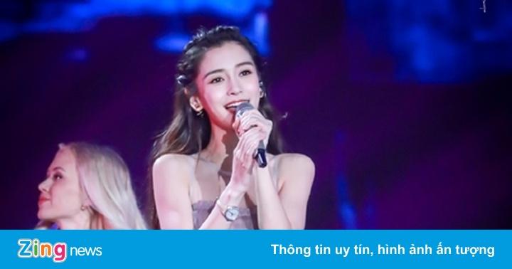 Những sự cố đáng xấu hổ của sao Hoa ngữ trên sân khấu ca nhạc
