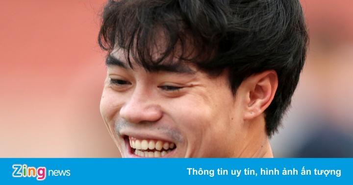 Cầu thủ HAGL cười đùa trong buổi tập trước trận gặp...