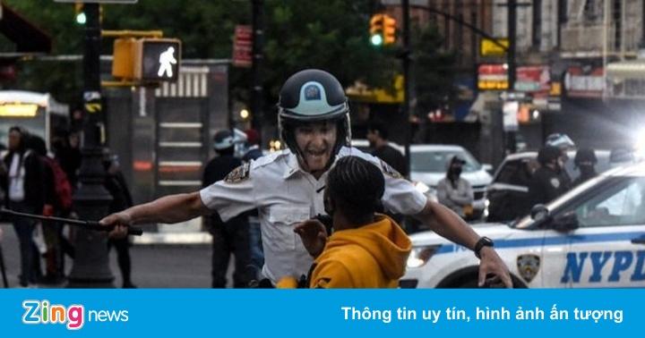 Cuộc biểu tình phơi bày cả mặt tốt nhất và xấu nhất của cảnh sát Mỹ