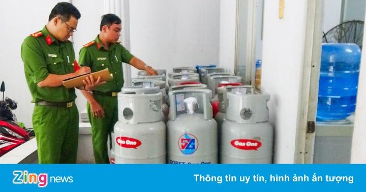 Bắt quả tang cơ sở sang chiết hàng trăm bình gas trái phép