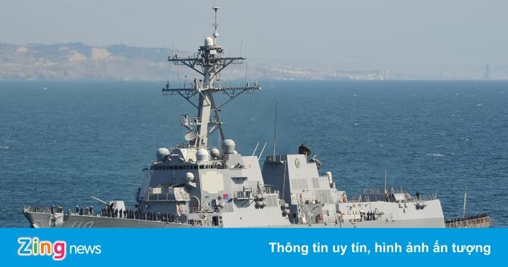 Hai tàu chiến của Hải quân Mỹ đi qua eo biển Đài Loan